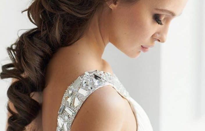 Coiffure mariage, elle met en valeur la robe !